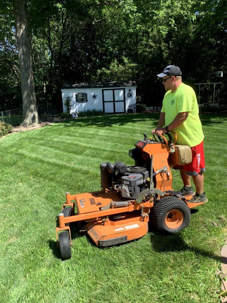 Weekly lawn mowing Papillion Nebraska